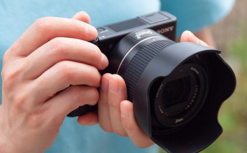 高級コンデジを一眼レフカメラのように拡張できます